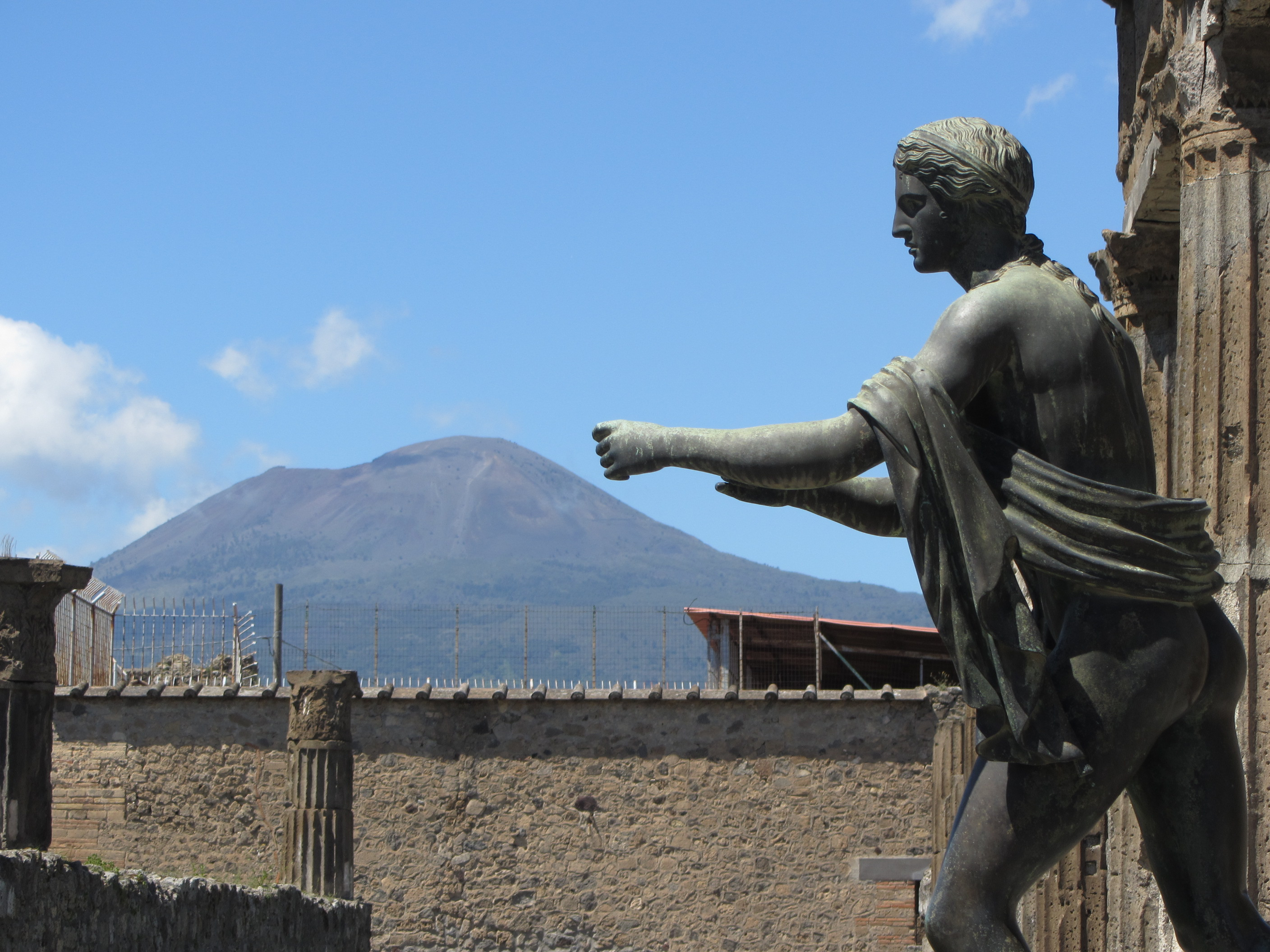 mt vesuvius essay Eruption of pompeii timeline - how volcanoes cause damage essay pompeii where mount vesuvius erupted mount vesuvius is considered to be one of the most dangerous volcanoes.